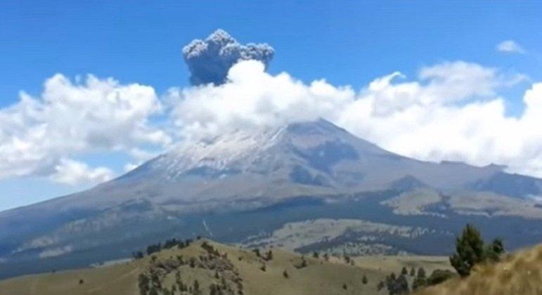 Nome do vulcão: Popocatepetl, no México