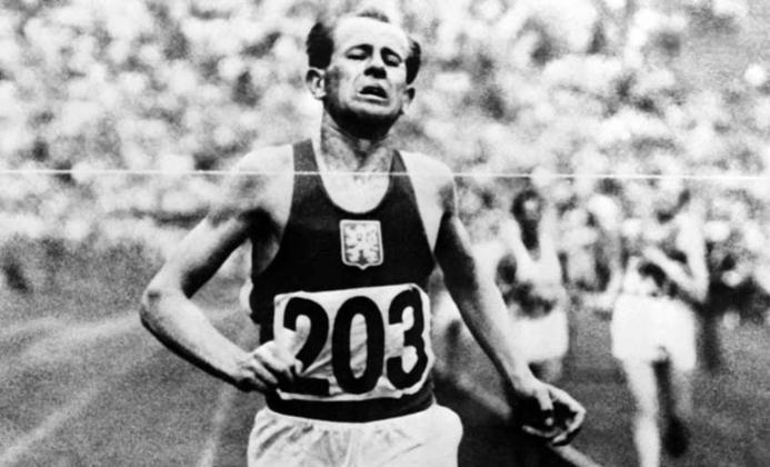 Nos anos 20, o finlandês Paavo Nurmi tornou-se uma lenda no atletismo olímpico. No período, arrebatou nove medalhas de ouro nos Jogos, sendo sete delas em provas individuais