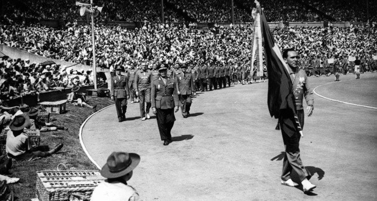 Nos Jogos de 1932, em Los Angeles, o porta-bandeira foi Antonio Pereira Lira. Sylvio de Magalhães Padilha (foto), que competia em provas de atletismo, conduziu o símbolo nacional em Berlim 1936 e Londres 1948.