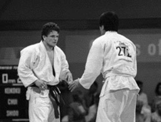 Nos Jogos de 1984, em Los Angeles, o judoca Douglas Vieira conquistou a medalha de prata na categoria até 95kg. Foi a primeira vez que o Brasil disputou uma final na modalidade olímpica.