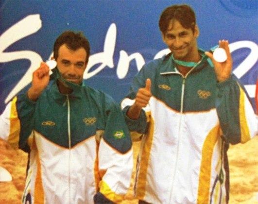 Nos Jogos de Sydney, em 2000, a dupla Zé Marco e Emanuel ficou com a medalha de prata no vôlei de praia masculino. Na decisão, eles perderam para os americanos Blanton e Fonoimoana.