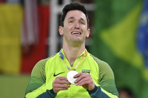 Nos Jogos do Rio de Janeiro, o ginasta Diego Hypólito ficou com a medalha de prata no solo. Na mesma prova, outro brasileiro ficou com o bronze: Arthur Nory.