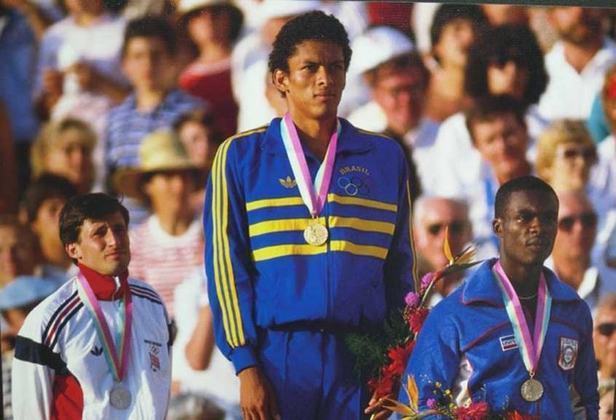 Nos Jogos Olímpicos de 1984, em Los Angeles, Joaquim Cruz foi medalhista de ouro nos 800 metros. O corredor tornou-se o segundo brasileiro do atletismo a alcançar o topo na competição.