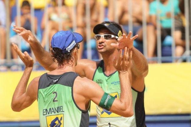 Nos Jogos Olímpicos de Atenas, na Grécia, em 2004, Ricardo e Emanuel foram os primeiros homens a conquistarem o ouro para o Brasil no vôlei de praia, igualando o feito de Jaqueline e Sandra.