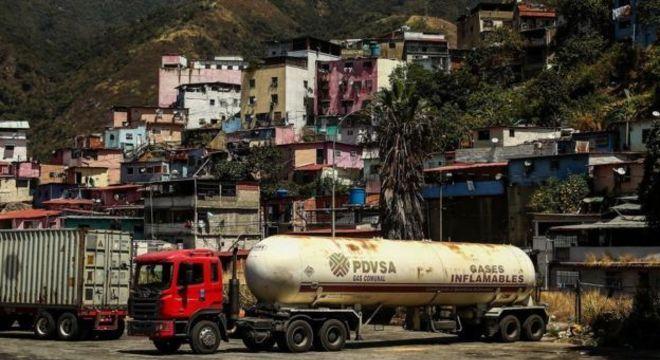 Nos últimos anos, a produção de petróleo na Venezuela sofreu uma queda acentuada