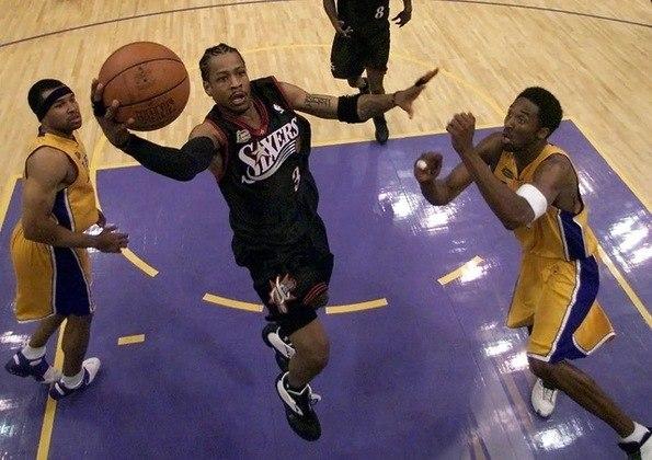 Notadamente conhecido por ser um esporte de atletas altos, o basquete possui suas exceções. Os jogadores a seguir são incrivelmente baixos para os padrões da NBA, mas superaram a barreira da estatura para deixar sua marca se tornar relevante na liga.  Separamos dez nomes que tiveram carreira sólida, apesar da altura
