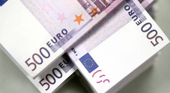 Pilhas de notas de 500 euros