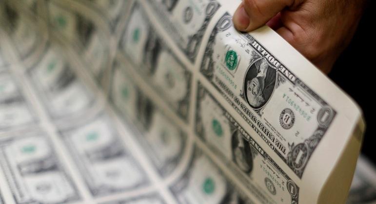 Notas de US$ 1. Moeda americana fechou em leve queda nesta terça