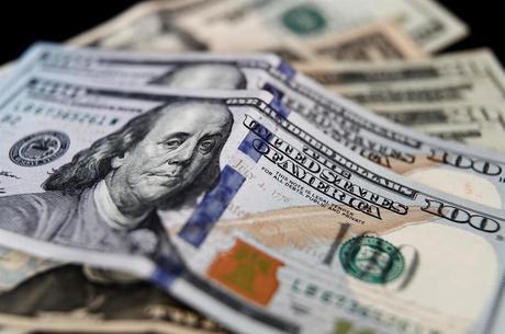 Dólar oscilou entre R$ 5,45 e R$ 5,53 ao longo da sessão