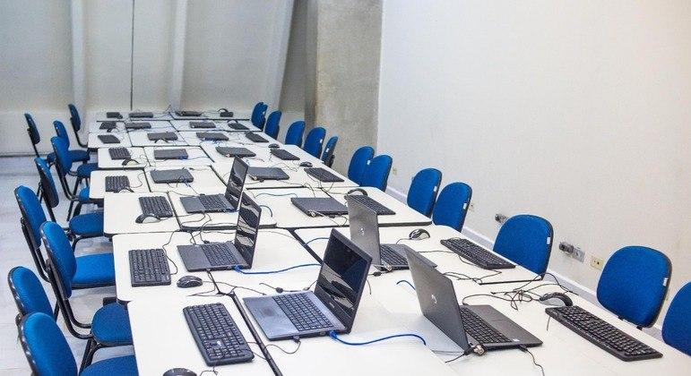 Notebooks entregues aos professores da rede municipal de São Paulo