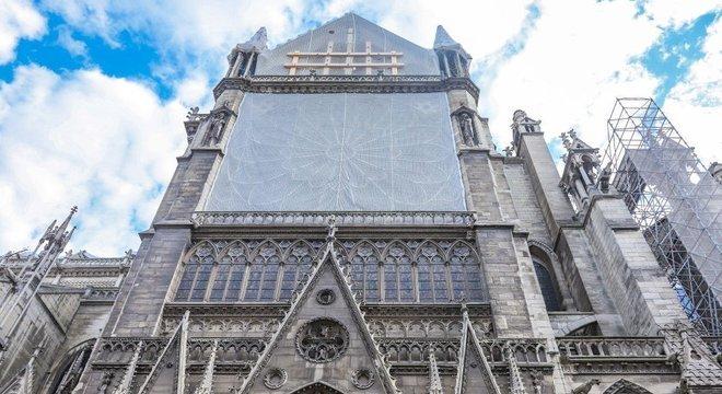 Governo francês diz que ainda não definiu os materiais que servirão de base para a reconstrução