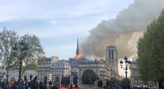 Resultado de imagem para Catedral de Notre-Dame, que foi consumida por um incêndio