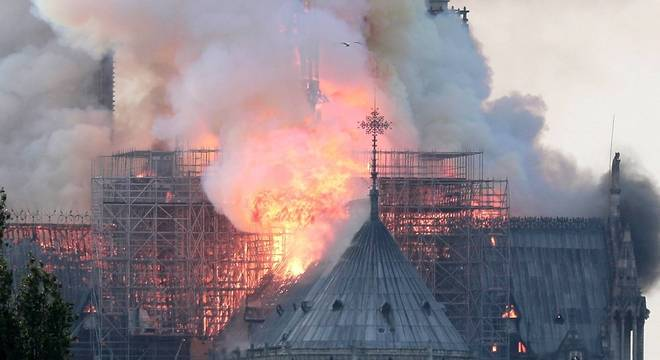 Porta-voz da Catedral diz que nada vai sobreviver ao incêndio