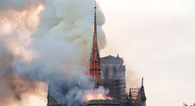 Torre principal era um dos pontos mais atingidos pelas chamas
