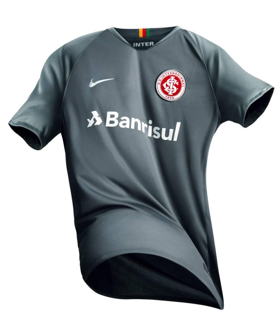 4948c868be Internacional lança nova camisa, na cor cinza, em homenagem à torcida -  Fotos - R7 Futebol