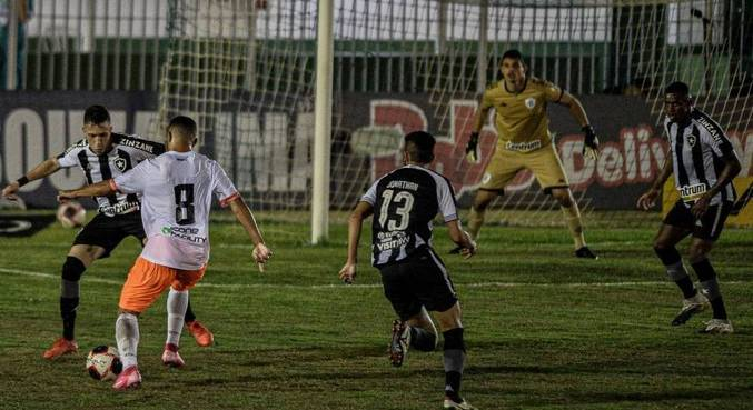Nova Iguaçu e Botafogo fazem duelo emocionante, vencido pelos alvinegros