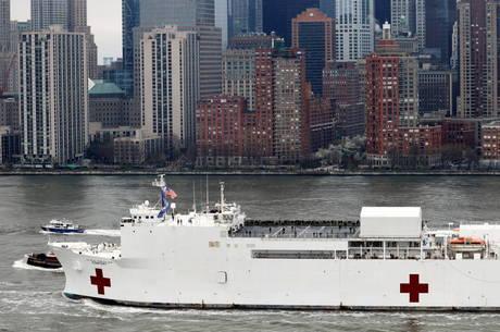 Navio-hospital chegou a Nova York no fim de semana
