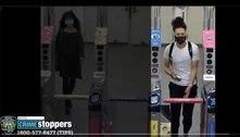 Homem chuta mulher em escada rolante no Metrô de Nova York