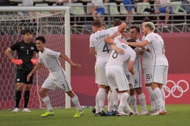 Nova Zelândia: 4 pontos (1 V/1 E/1 D) - Gols pró: 3 / Gols sofridos: 3 / Saldo de gols: 0 - Enfrenta o Japão nas quartas de final em 31/07, às 06h de Brasília - Pode enfrentar Espanha ou Costa do Marfim na semifinal, em 03/08, às 08h.
