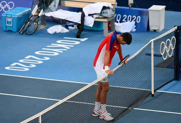Novak Djokovic decepcionou e se despediu dos Jogos Olímpicos de Tóquio sem medalha. O sérvio foi derrotado pelo espanhol Pablo Carreno Busta por 2 sets a 1, com parciais de 6/4, 6/7 e 6/3, na disputa pela medalha de bronze. Após a derrota, o sérvio também desistiu de disputar o bronze na disputa em duplas. Que dia...
