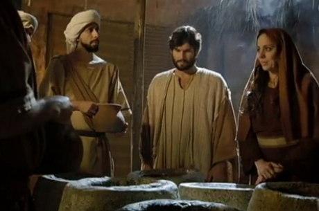 Jesus é interpretado pelo ator Dudu Azevedo