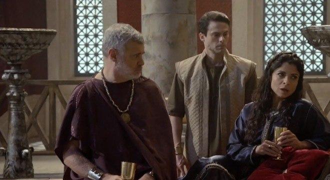 Joana discute com Pilatos sobre seu plano contra os rebeldes