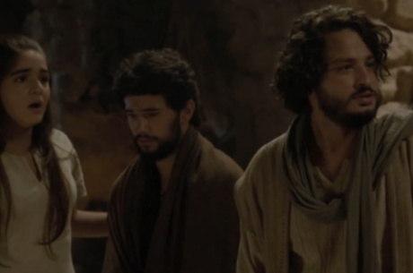 Apóstolos fogem apressados