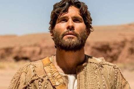 Dudu Azevedo interpreta Jesus na novela, que estreia no México na próxima segunda (3)