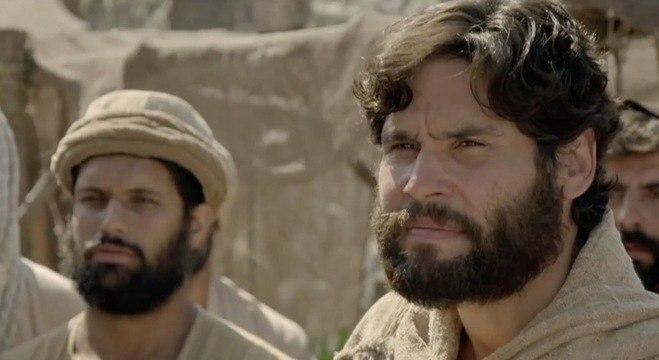 Lázaro consegue encontrar Jesus e avisa que querem mata-Lo