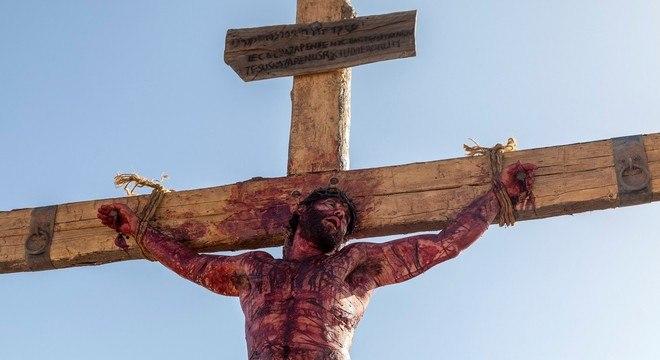 Novela Jesus exibe cena da crucificação do Messias nesta quarta-feira (23)