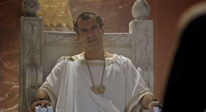 Claudia tenta convencer Pilatos a devolver corbã aos judeus