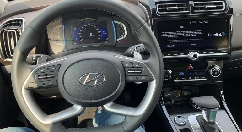 """SUV conta da multimídia Bluelink que traz tela de 10,2"""" e controle à distância por aplicativo"""