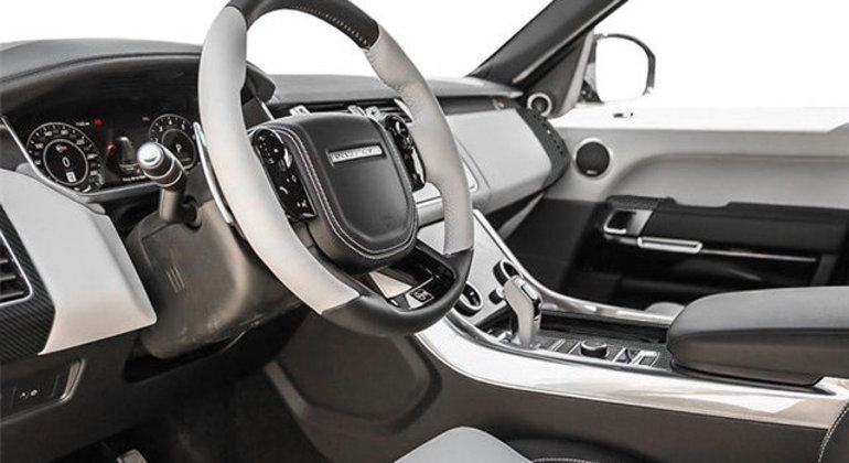 Modelo tem central multimídia com conexão com Apple CarPlay e Android Auto