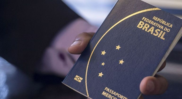 Viajantes do Brasil têm que se submeter a rígidos protocolos na maior parte dos países