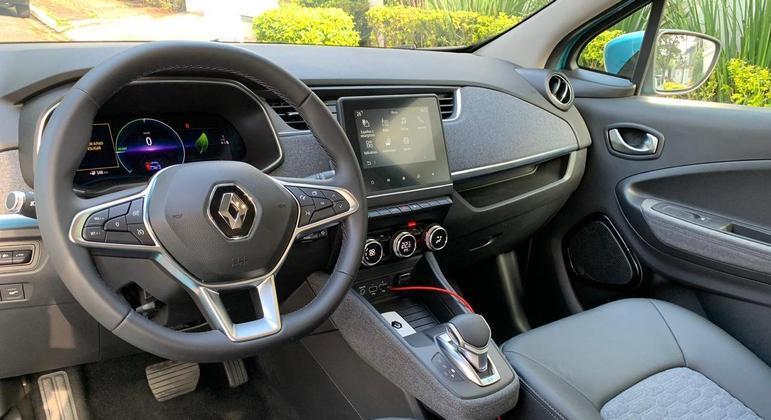 Carro tem central multimídia com tela de 7 polegadas