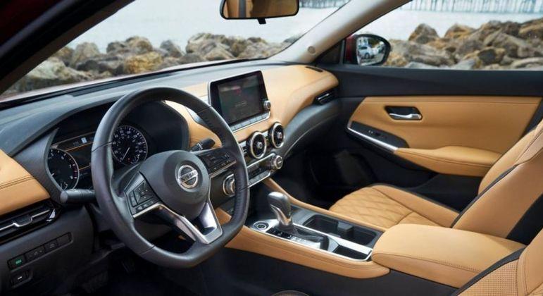 Modelo tem central multimídia com conexão com Apple CarPlay