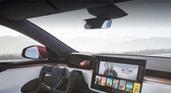Novo Tesla Model S roda Cyberpunk 2077 no painel