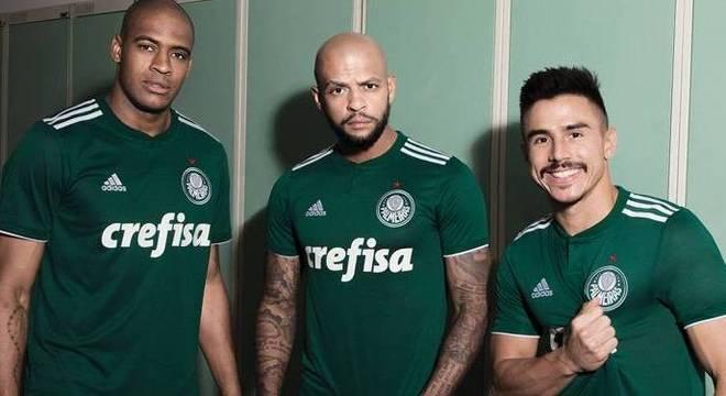 Palmeiras lança sua nova camisa e tem chance de estreá-la na final ... 0c13be2bc6384