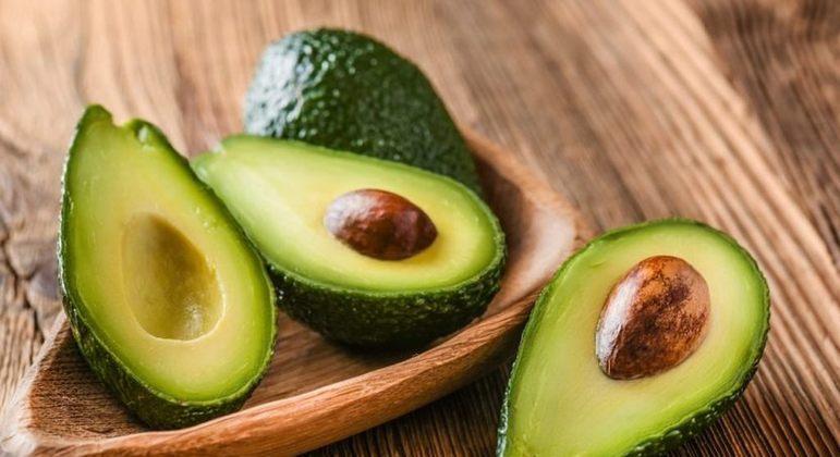 Nutricionista Adriana Stavro aponta os principais benefícios da fruta, rica em gorduras do bem.