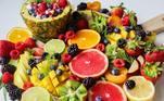 Frutas cítricas: acerola, caju, mexerica, goiabas branca e vermelha, mamão, kiwi, manga palmer, morango, carambola, laranja Bahia, lima e a laranja pera, e a tangerina poncã fazem parte da lista top 15 das frutas que são fontes de vitamina C.
