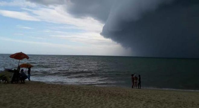 Turistas compartilharam imagens de nuvens densas em Porto Seguro (BA)