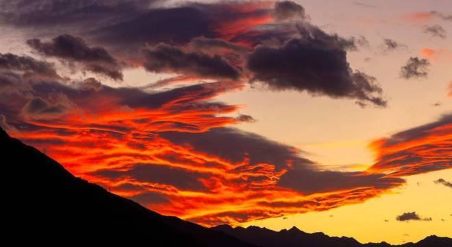 Em algumas partes do mundo, momentos do nascer e do pôr-do-sol têm ficado cada vez mais espetaculares