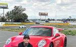 Apaixonado por velocidade, Nyjah ainda aparece com um Porsche GT3s. Os automóveis da marca custam aproximadamente R$ 1,2 milhão