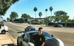 Nyjah Houston gosta de pintar seus automóveis. Na foto, ele aparece com um Audi R8. O carro é avaliado em R$1,3 milhão