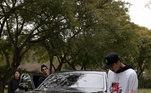 Outro carro que o americano usa para andar pela cidade é um Rolls-Royce. Os carros desta marca chegam a custar R$ 4 milhões. Nada mal para um carro que usa para passear com os amigos
