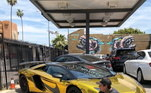 O astro também ostenta uma Lamborghini Aventador, que custa aproximadamenteR$ 3,2 milhões