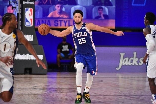 O agora ala-pivô Ben Simmons (Philadelphia 76ers) teve boa atuação, apesar da derrota para o desfalcado Indiana Pacers na noite de sábado. Simmons obteve 19 pontos, 13 rebotes e quatro assistências, mas não arremessou de três mais uma vez. O atleta iniciou os amistosos na Flórida com um acerto em duas tentativas, mas não arriscou desde então