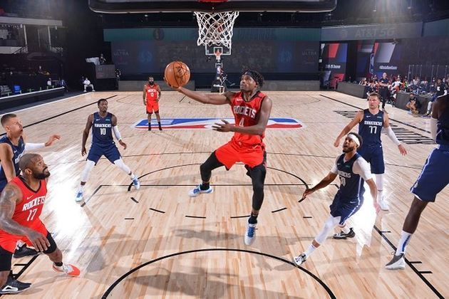 O ala-armador Danuel House (Houston Rockets) contribuiu com 20 pontos no triunfo de sua equipe sobre o também texano Dallas Mavericks. House acertou seis cestas de três e começou como titular, substituindo o lesionado Eric Gordon. O atleta igualou sua marca pessoal em arremessos de longa distância convertidos