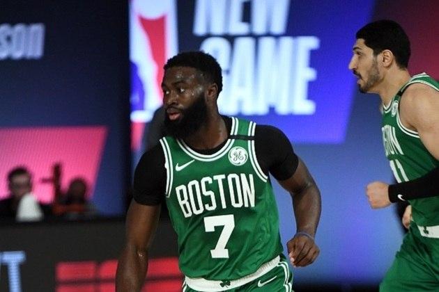 O ala-armador Jaylen Brown (Boston Celtics) foi um dos destaques de sua equipe na derrota para o Milwaukee Bucks por 119 a 112. Brown concluiu o embate com 22 pontos e quatro rebotes, mas converteu somente seis das 15 tentativas de arremessos. Ele ainda coletou quatro rebotes