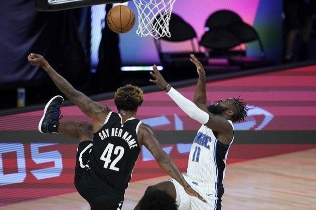 O ala-pivô Lances Thomas (Brooklyn Nets) fez sua estreia na temporada e foi titular, mas pouco produziu nos 18 minutos em que esteve na quadra. Thomas, ex-New York Knicks, estava sem time antes do chamado do Nets para suprir as ausências de seis jogadores que não foram para a Flórida